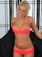 Hot blond masseuse Alexis Monroe strips down