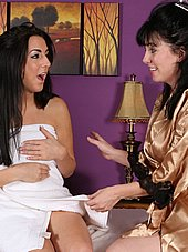 Kimmy is happy to see the hot milf masseuse
